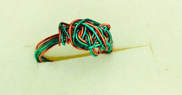 Artistic wire ring